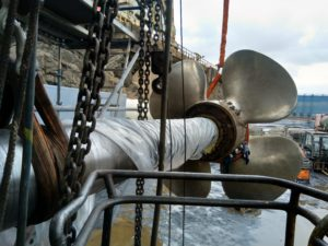 Propeller with shaft way to service